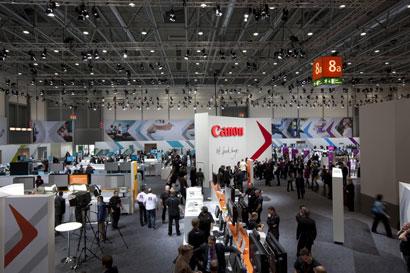 drupa 2012 gutbesuchter Messestand von Canon